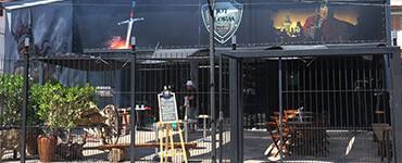 Um bar com temática medieval na Zona Sul